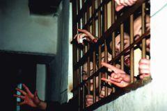В Госдуме приняли законопроект о праве применении силы к заключенным