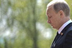 Путин демонстрирует, что ему на санкции начхать, сказал политик