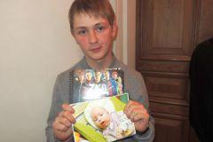 Саша Мельников: Моя мама работает воспитателем в детском доме, и я иногда передаю детям какие-нибудь подарки