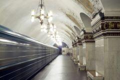 Полиция задержала двоих студентов с баллончиками с краской на станции метро «Киевская» 6 апреля