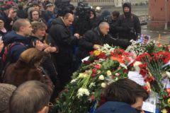 Рассматривается и возможность установки памятного знака на месте гибели Немцова