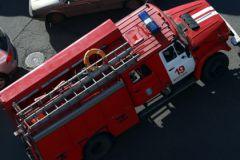Первые расчеты пожарных прибыли на место через пять минут после вызова