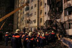 Разбор завалов после взрыва бытового газа в Волгограде