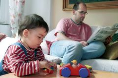 Новые игрушки не заменят ребенку внимания родителей