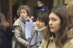 Противники инициативы мэра решили искать справедливости в Администрации президента и стихийным маршем направились в приемную на Ильинке