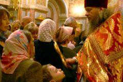 Молиться лучше, чем ходить на митинги?