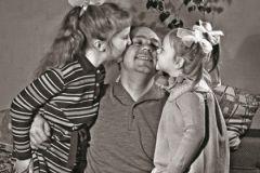Николай Рыбников с дочерями Алена и Аришой