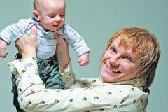 Счастливый папа старше своего долгожданного сына на 50 лет