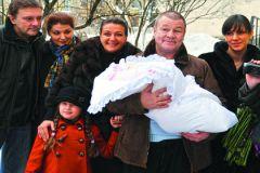 Заслуженный артист РФ два раза был под венцом, он отец двух сыновей и дочери