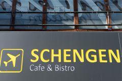 В настоящее время в Шенгенскую зону входят 26 европейских государств