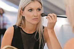Не все женщины знают о преимуществе использования кистей для макияжа