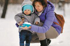 Чужая тетя или родная бабушка: кому доверить ребенка?