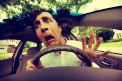 Некоторые водители так нервничают за рулем, что не могут слушать магнитолу