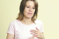 Боли в молочных железах беспокоят почти каждую женщину в разном возрасте