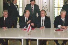 Главы России, Украины и Белоруссии оформили распад СССР