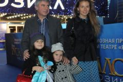 Сосо Павлиашвили с гражданской женой Ириной и детьми