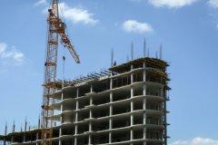 Необходимо решить две задачи, одна из которых — поддержка строительной отрасли