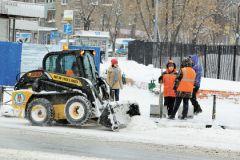 Из-за рекордных снегопадов снегоуборочная техника не всегда успевает расчищать дороги
