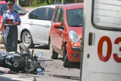 Недопонимание мотоциклистов и автолюбителей на дороге может закончиться трагедией