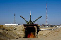 Работники космодрома обратились к Путину с помощью белой краски и строительного крана