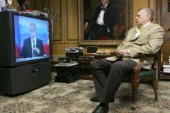 Владимир Жириновский перед телевизором