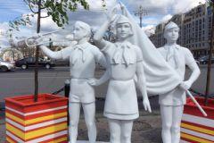 Статуи пионеров на празднике «Московская весна»
