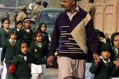 500 детей эвакуированы при захвате школы в Пакистане