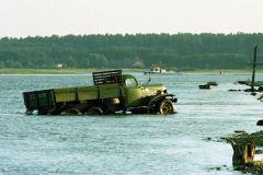 В результате падения «КамАЗа» в реку два человека погибли