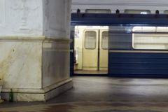 На станции метро «Авиамоторная» неизвестный выстрелил в молодого человека