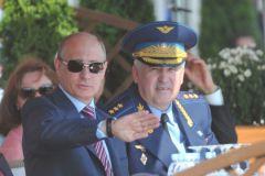 Экс-глава Сухопутных войск Владимир Чиркин и президент Владимир Путин