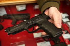 По предварительной версии, мужчина застрелился из принадлежавшего ему травматического пистолета