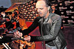 Чтобы получить автограф барабанщика «Металлики», рок-фанаты не побрезговали даже «попсовой» ковровой дорожкой