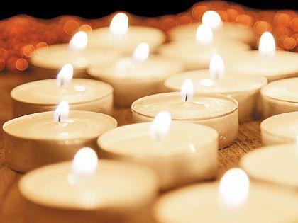 Огненная Oбезьяна обожает свечи