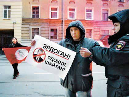 В России рвут фото Эрдогана