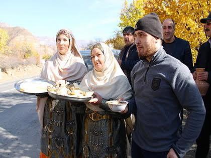 Дагестанские девушки в национальных одеждах