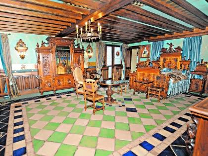 Интерьер одной из комнат дома Никаса Сафронова