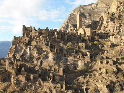 Село Старый Кахиб на отвесном склоне скалы