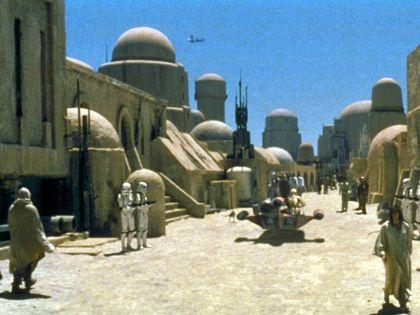 Планета Татауин, названная в честь одноименного города в Тунисе, где проходили съемки очередной части «Звездных войн»