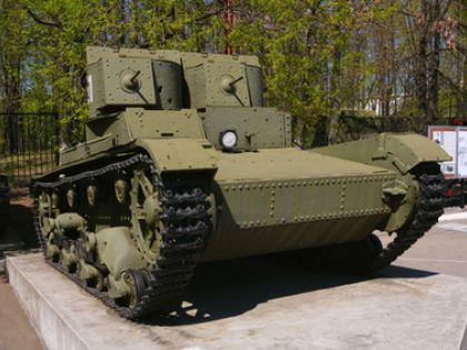 Танк богатого россиянина навел ужас на латвийских жителей