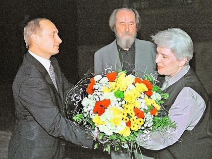 Владимир Путин и Александр Солженицын с супругой