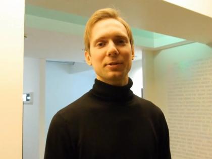 Один из создателей арт-ёлки –  художник Егор Крафт