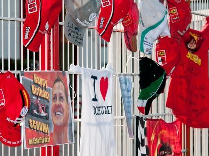 Поклонники поддерживают Михаэля Шумахера