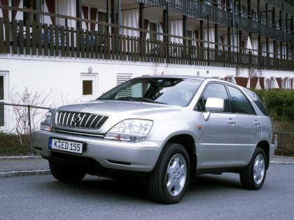 Автомобиль марки Lexus