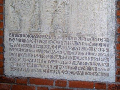 Международный язык науки явно скорее жив, чем мертв