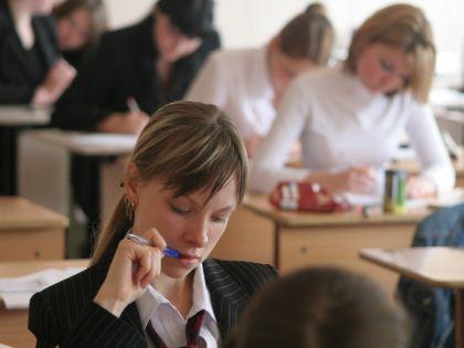 Объединение школ должно происходить естественно, считает Бунимович