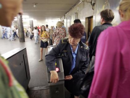 На рельсах метро погибла женщина