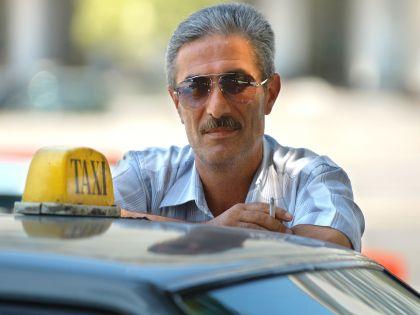 Мобильные сервисы по заказу такси постепенно вытесняют с рынка нелегальных перевозчиков