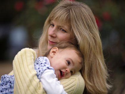 Объятия очень важны для развития ребенка