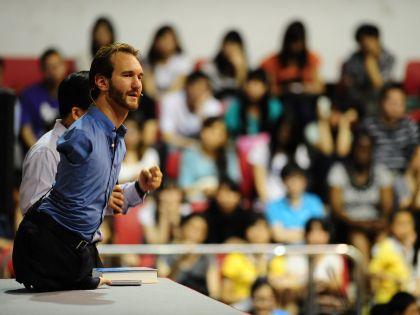 Вуйчич во время выступления перед студентами в Китае