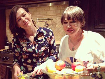 Мила Йовович с мамой Галиной